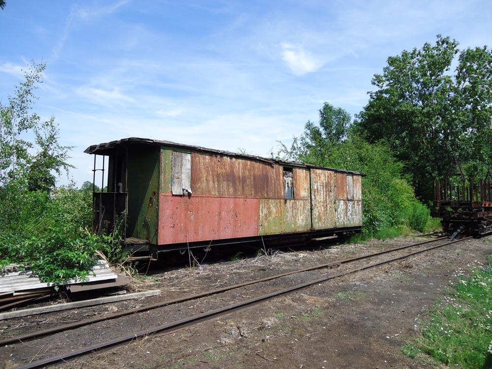 (07.07.2011) Noch steht der 974-304 auf dem Gleis 34 neben dem Lokschuppen Mügeln…